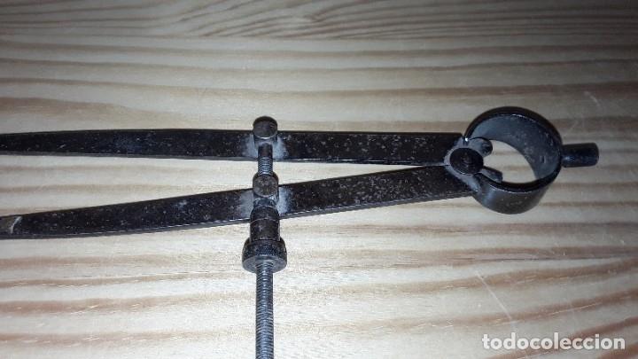 Antigüedades: Antiguo compás de hierro - Foto 2 - 182432520