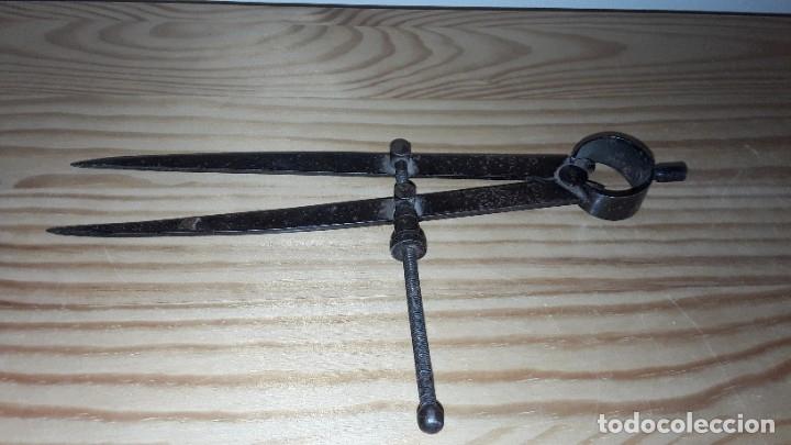 Antigüedades: Antiguo compás de hierro - Foto 7 - 182432520