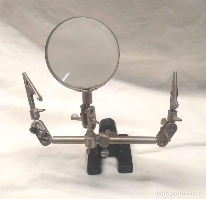 Antigüedades: Lupa con soporte y pinzas, perfecto estado. - Foto 2 - 182440181