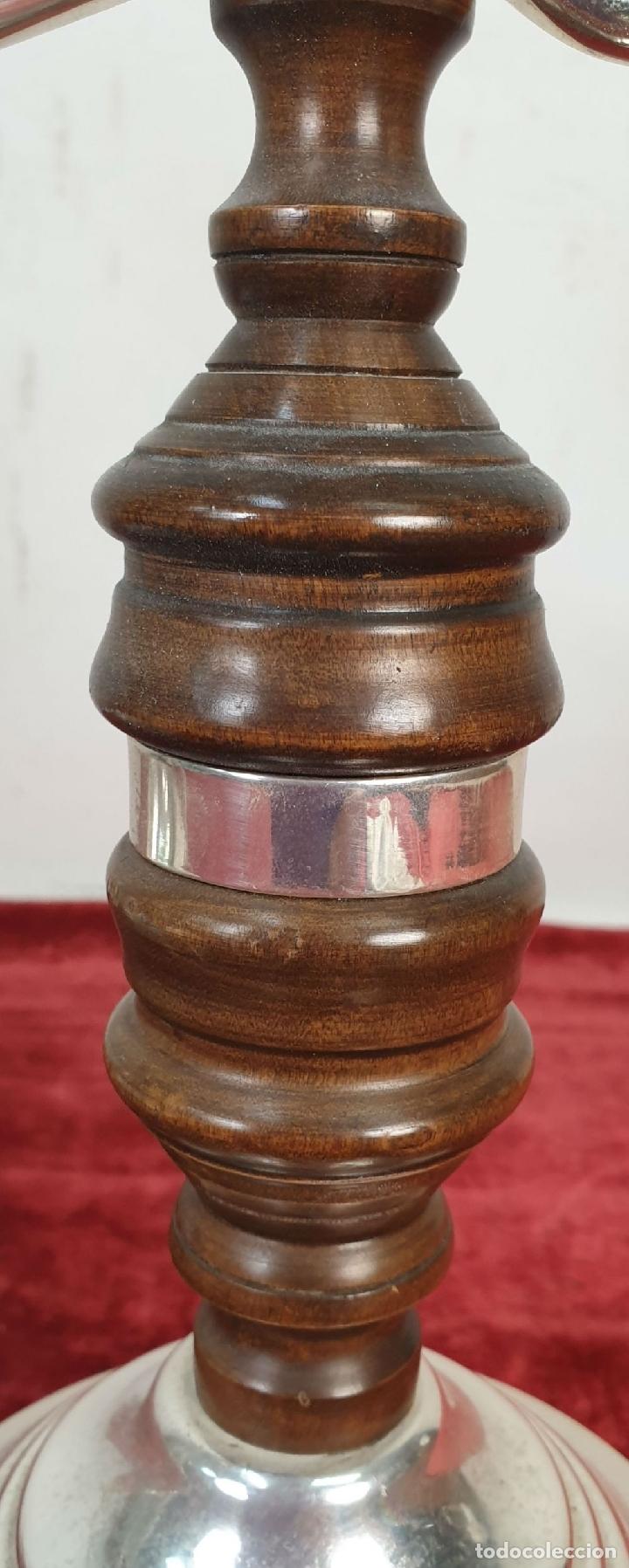 Antigüedades: BALANZA CON CANDELABRO. METAL PLATEADO Y MADERA. SIGLO XX. - Foto 8 - 182456160