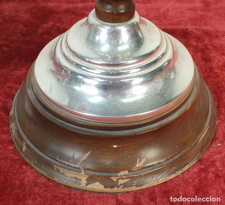 Antigüedades: BALANZA CON CANDELABRO. METAL PLATEADO Y MADERA. SIGLO XX. - Foto 9 - 182456160
