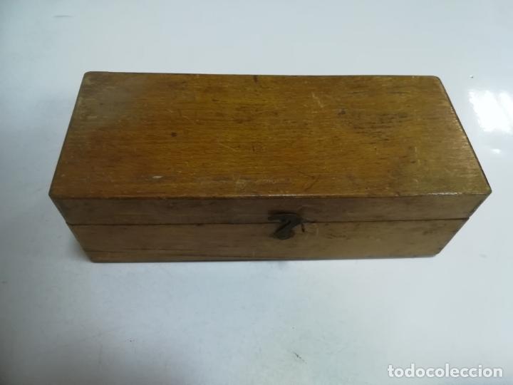 Antigüedades: CAJA CON PESAS CON DIFERENTES MEDIDAS. 200GR, 250GR, 100GR, 125GR Y GRAMOS. VER FOTOS - Foto 9 - 182464488