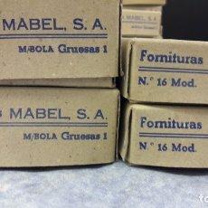 Antigüedades: FORNITURA MABEL PARA FORRAR BOTONES. LOTE 4 CAJAS, MEDIA BOLA. LLENAS. MEDIDAS 16, 18 (IV). Lote 182494247