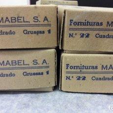 Antigüedades: FORNITURA MABEL PARA FORRAR BOTONES. LOTE 4 CAJAS, CUADRADO. LLENAS. MEDIDA 22. Lote 182494720