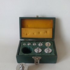 Antigüedades: CAJA CON PESAS. Lote 182518853