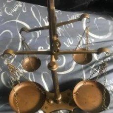 Antigüedades: ANTIGUA BALANZA DOBLE DE BRONCE . Lote 182527538