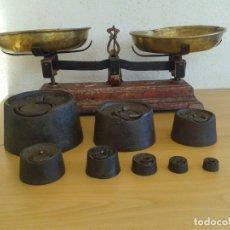 Antigüedades: BALANZA BASCULA PESAR 10 KILOS CON SUS PESAS PONDERABLES. Lote 167772272