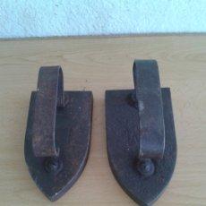 Antigüedades: 2 PLANCHAS HIERRO FM-4 Y FM-5. Lote 182548388