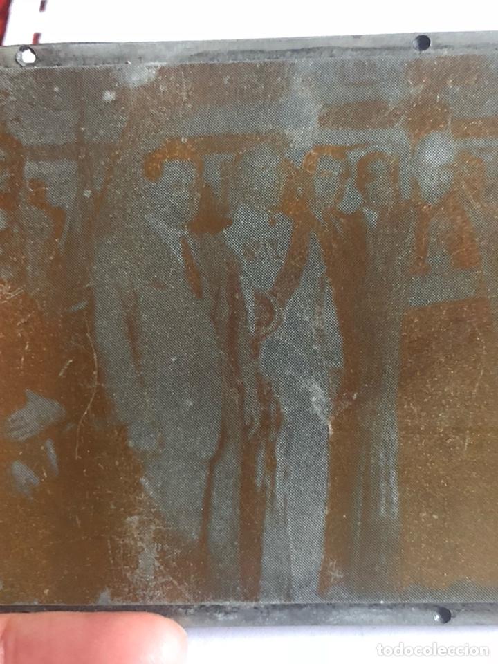 Antigüedades: Lote de tres placas metálicas, para imprenta o fotografías - Foto 7 - 182584595