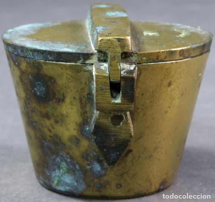 Antigüedades: Ponderal en bronce dorado de 500 gramos con ocho medidas anidadas finales del siglo XIX - Foto 2 - 182606600