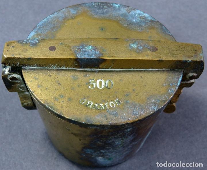 Antigüedades: Ponderal en bronce dorado de 500 gramos con ocho medidas anidadas finales del siglo XIX - Foto 4 - 182606600
