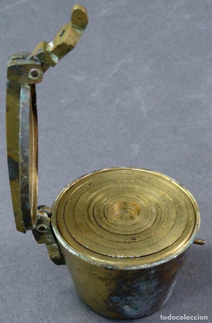 Antigüedades: Ponderal en bronce dorado de 500 gramos con ocho medidas anidadas finales del siglo XIX - Foto 5 - 182606600