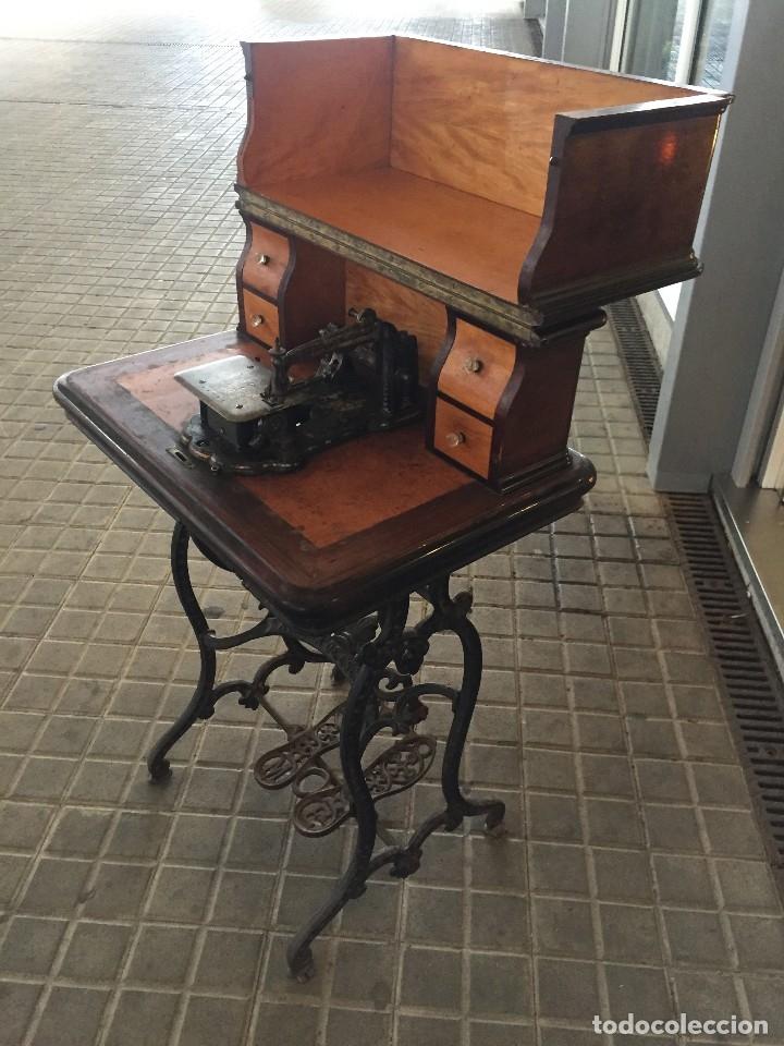 Antigüedades: ANTIGUA MAQUINA DE COSER AURORA DE ESCUDER DEL AÑO 1862 - Foto 5 - 182608320