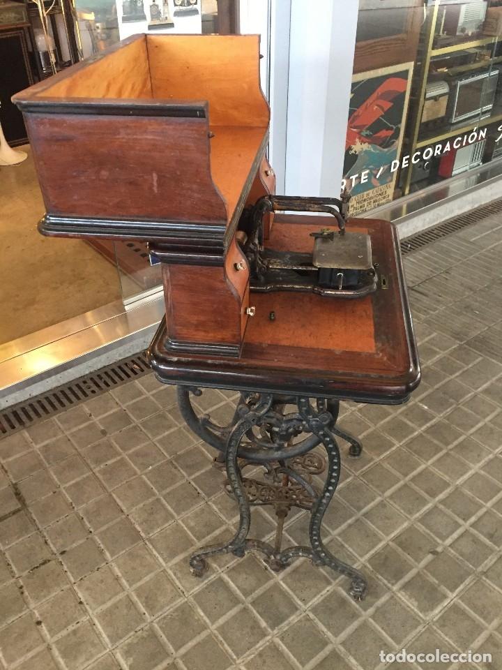 Antigüedades: ANTIGUA MAQUINA DE COSER AURORA DE ESCUDER DEL AÑO 1862 - Foto 6 - 182608320