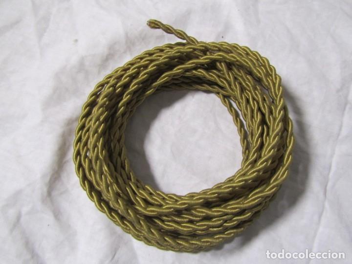 Antigüedades: 7 metros de cable antiguo de tela dorada, en uso - Foto 3 - 182644442