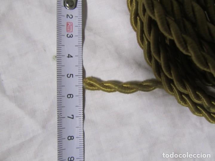 Antigüedades: 7 metros de cable antiguo de tela dorada, en uso - Foto 4 - 182644442