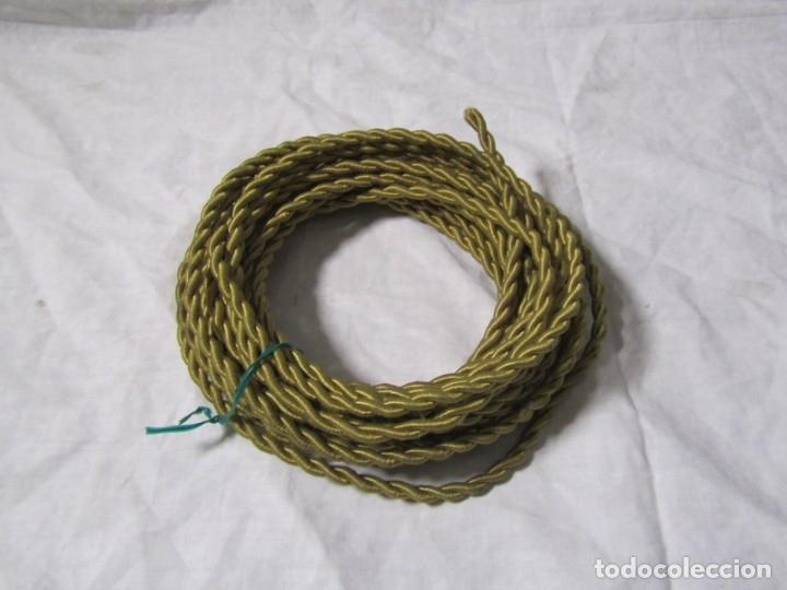 Antigüedades: 7 metros de cable antiguo de tela dorada, en uso - Foto 5 - 182644442
