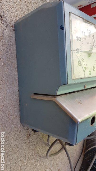 Antigüedades: Antigua máquina para fichar industrial funciona - Foto 3 - 182678447