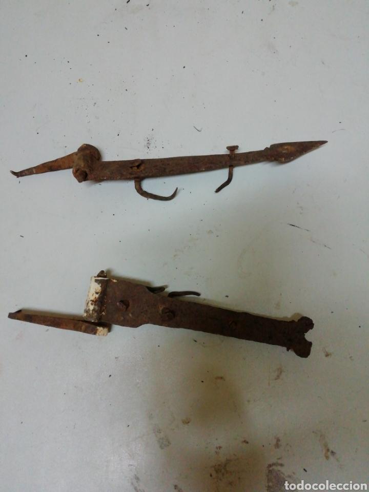 DOS BISAGRAS DE FORJA (Antigüedades - Técnicas - Cerrajería y Forja - Bisagras Antiguas)