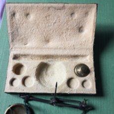 Antigüedades: BALANZA PARA PESAR ORO INCOMPLETA. Lote 182771160