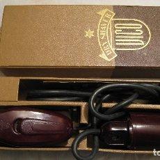 Antigüedades: ANTIQUISIMA MAQUINILLA DE AFEITAR ELECTRICA A 125. Lote 182849991