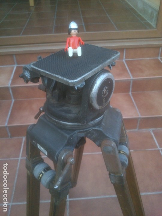Antigüedades: ANTIGUO TRÍPODE RTVE EXTENSIBLE DE MADERA PARA CÁMARA DE TELEVISION - Foto 2 - 182882297
