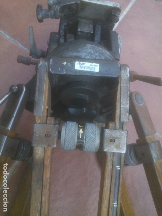 Antigüedades: ANTIGUO TRÍPODE RTVE EXTENSIBLE DE MADERA PARA CÁMARA DE TELEVISION - Foto 16 - 182882297