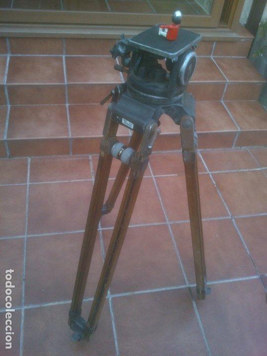 ANTIGUO TRÍPODE RTVE EXTENSIBLE DE MADERA PARA CÁMARA DE TELEVISION (Antigüedades - Técnicas - Otros Instrumentos Ópticos Antiguos)