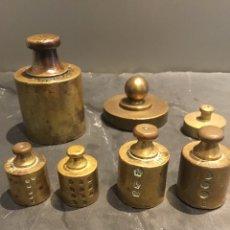Antigüedades: JUEGO LOTE DE PESAS, PONDERALES, BRONCE MACIZO CON SUS SELLOS. Lote 182912922