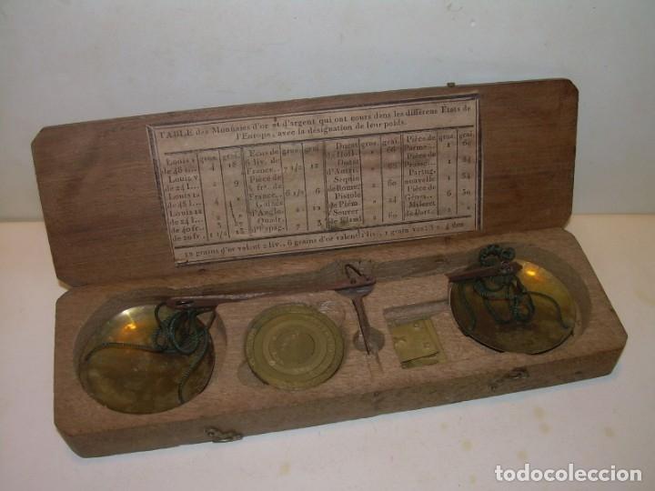ANTIGUA BALANZA CON CAJA ORIGINAL Y TODAS SUS PESAS. (Antigüedades - Técnicas - Medidas de Peso - Balanzas Antiguas)