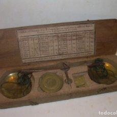 Antigüedades: ANTIGUA BALANZA CON CAJA ORIGINAL Y TODAS SUS PESAS.. Lote 182967702