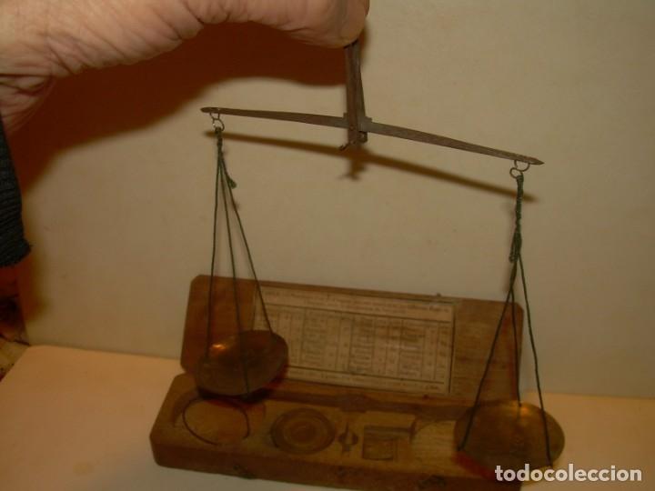 Antigüedades: ANTIGUA BALANZA CON CAJA ORIGINAL Y TODAS SUS PESAS. - Foto 2 - 182967702