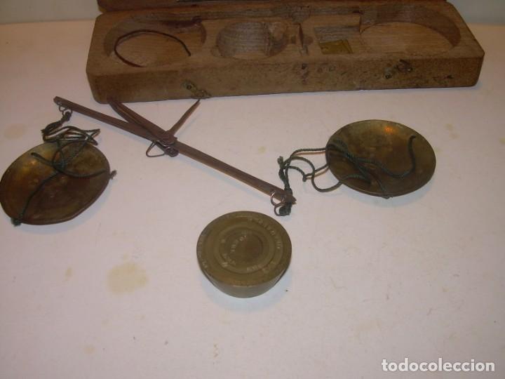 Antigüedades: ANTIGUA BALANZA CON CAJA ORIGINAL Y TODAS SUS PESAS. - Foto 3 - 182967702