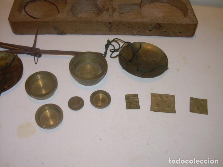 Antigüedades: ANTIGUA BALANZA CON CAJA ORIGINAL Y TODAS SUS PESAS. - Foto 4 - 182967702