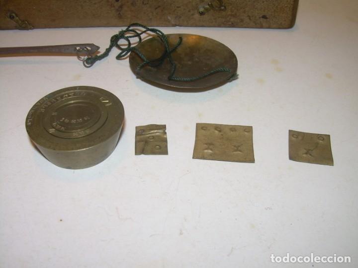 Antigüedades: ANTIGUA BALANZA CON CAJA ORIGINAL Y TODAS SUS PESAS. - Foto 5 - 182967702