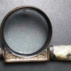 Antigüedades: ABRECARTAS CON LUPA INCORPORADA MUY ANTIGUO. Lote 183012377