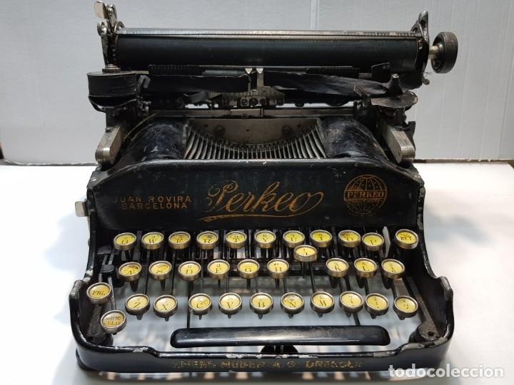 MÁQUINA ESCRIBIR PERKEO PORTATIL MADE IN SPAIN EXTREMADAMENTE DIFICIL (Antigüedades - Técnicas - Máquinas de Escribir Antiguas - Otras)