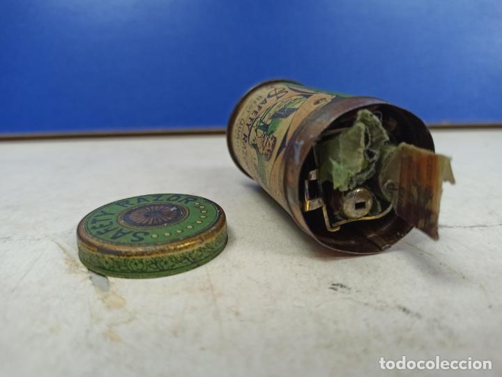 Antigüedades: IMPRESIONANTE MAQUINILLA DE AFEITAR SAFETY RAZOR EN CAJA METALICA ORIGINAL - Foto 3 - 183175050