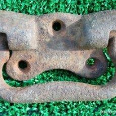 Antigüedades: ANTIGUO TIRADOR DE HIERRO FUNDIDO. Lote 183193695