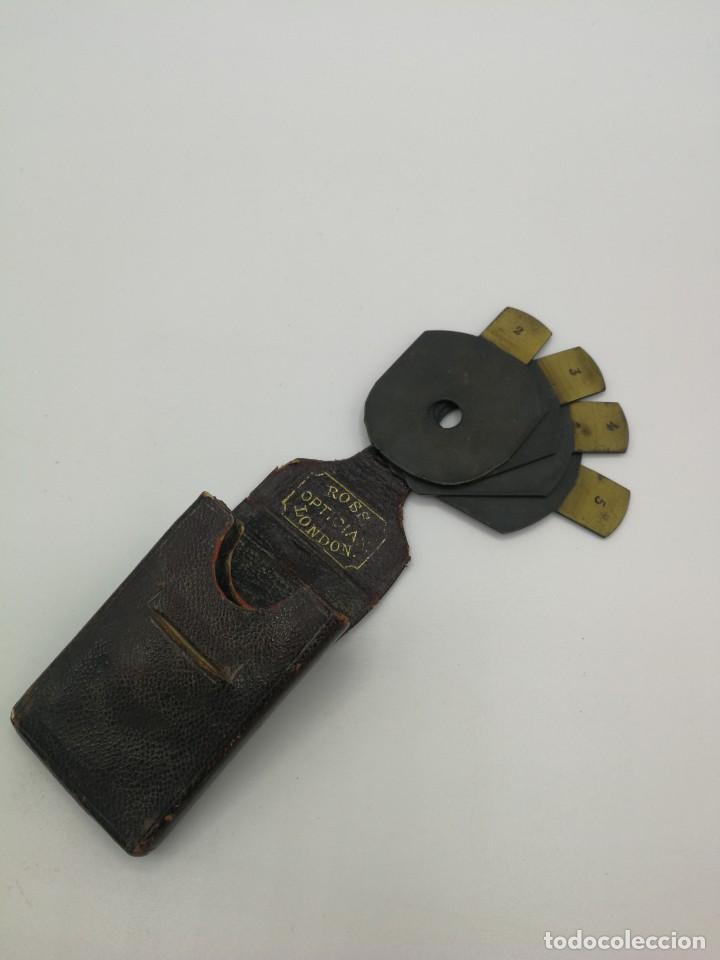 ESTUCHE PIEL CON 4 OPTICAS APERTURA ANTIGUAS PARA MEDIDAS, INSCRITO: ROSS OPTICIAN LONDON RARO!!!! (Antigüedades - Técnicas - Otros Instrumentos Ópticos Antiguos)