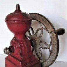 Antigüedades: MOLINILLO DE CAFÉ DE RUEDA LATERAL MARCA J.M.F. MODELO ORIGINAL. ESPAÑA. CA. 1930. Lote 183369082