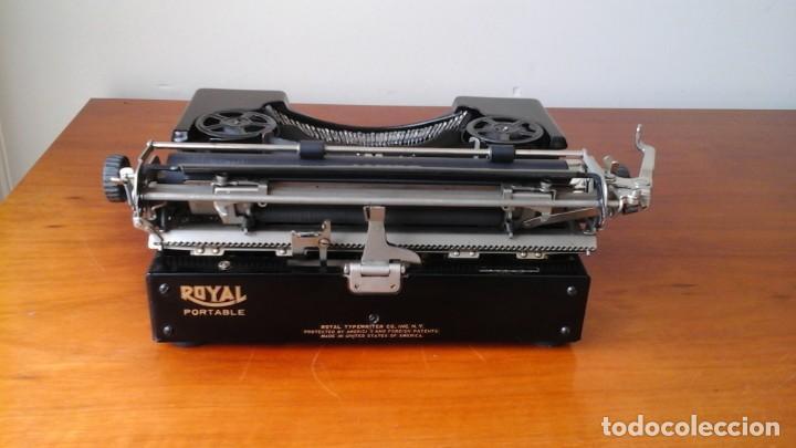 Antigüedades: Máquina escribir Royal portable n° 1 - Foto 4 - 183381951