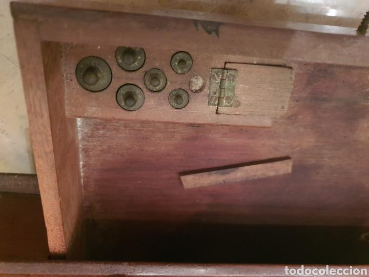 Antigüedades: bascula balanza precisión menaya. farmacia. pesas caja guillotina caoba - Foto 4 - 183405128