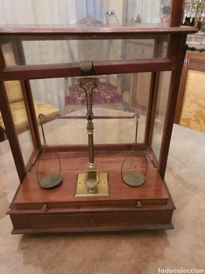 Antigüedades: bascula balanza precisión menaya. farmacia. pesas caja guillotina caoba - Foto 7 - 183405128