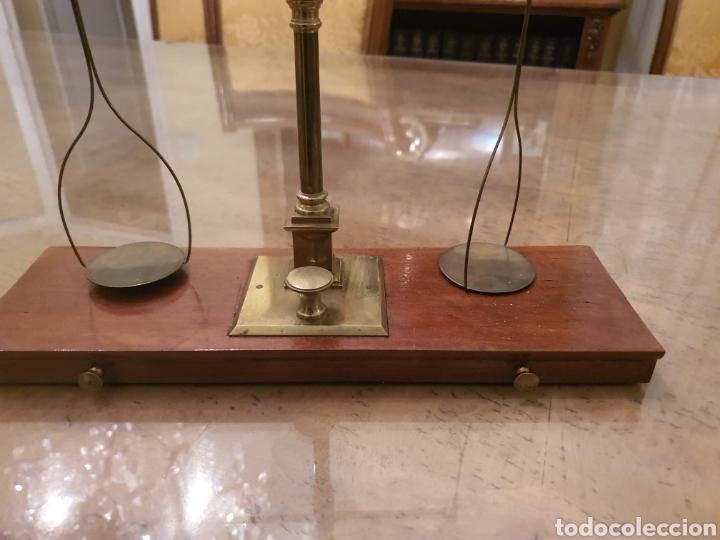 Antigüedades: bascula balanza precisión menaya. farmacia. pesas caja guillotina caoba - Foto 14 - 183405128
