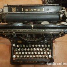Antigüedades: MÁQUINA DE ESCRIBIR UNDERWOOD CARRO LARGO FUNCIONANDO. Lote 183454650