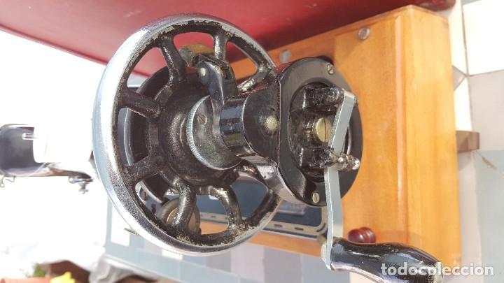 Antigüedades: Máquina de coser Singer antigua año 1920, cose bien - Foto 2 - 183480673