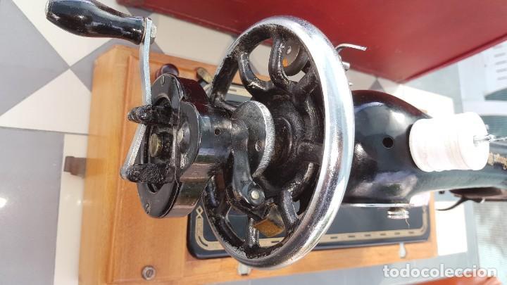 Antigüedades: Máquina de coser Singer antigua año 1920, cose bien - Foto 12 - 183480673