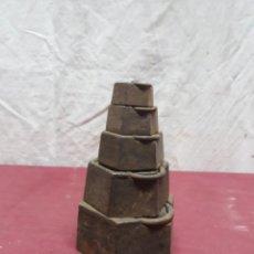 Antigüedades: JUEGO PESAS HIERRO ... 2 KG.... 1/8 HECTO. Lote 183494436