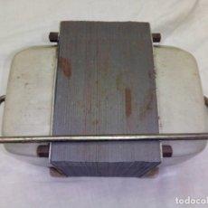 Antigüedades: TRANSFORMADOR INVERTER 125-220 V FUNCIONANDO. Lote 183538791